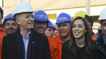 El presidente Mauricio Macri junto a la gobernadora bonaerense María Eugenia Vidal,luego de recorrer obras hídricasen Morón esta semana.