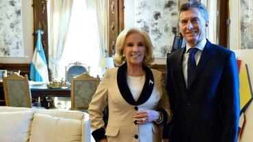 Mirtha Legrand junto con el presidente Mauricio Macri, en Casa Rosada
