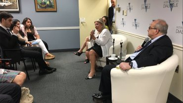 Elisa Carrió brindó una conferencia en Washington