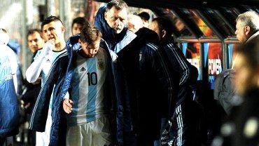 Messi tras lesionarse