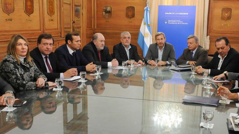 Los gobernadores de la Patagonia, La Mpampa y Mendoza, junto a representantes del Poder Ejecutivo