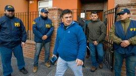 Guillermo Marijuan saliendo de la casa de Luciana Báez