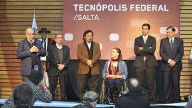 La vicepresidente Gabriela Michetti, junto al gobernador de Salta Juan Manuel Urtubey, el ministro de Ciencia Lino Barañao, y el titular del Sistema Federal de Medios Públicos, Herán Lombardi