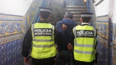 Efectivos de la policía Metropolitana capturaron a dos abusadores