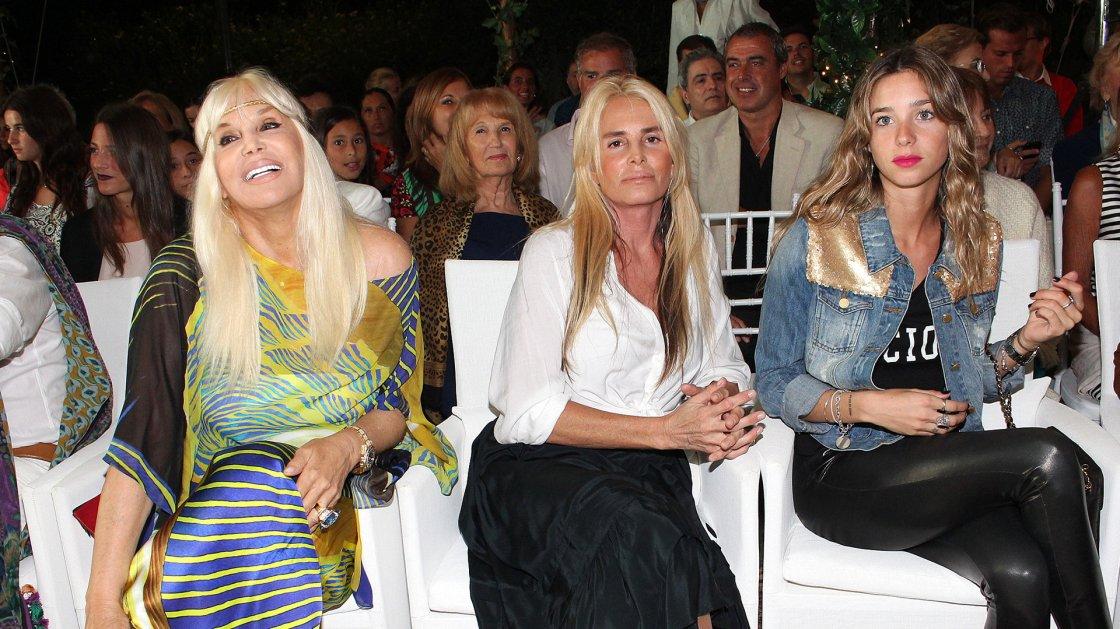 Primera fila de lujo: Susana Giménez junto a su hija Mercedes Sarrabayrouse y su nieta Lucía Celasco