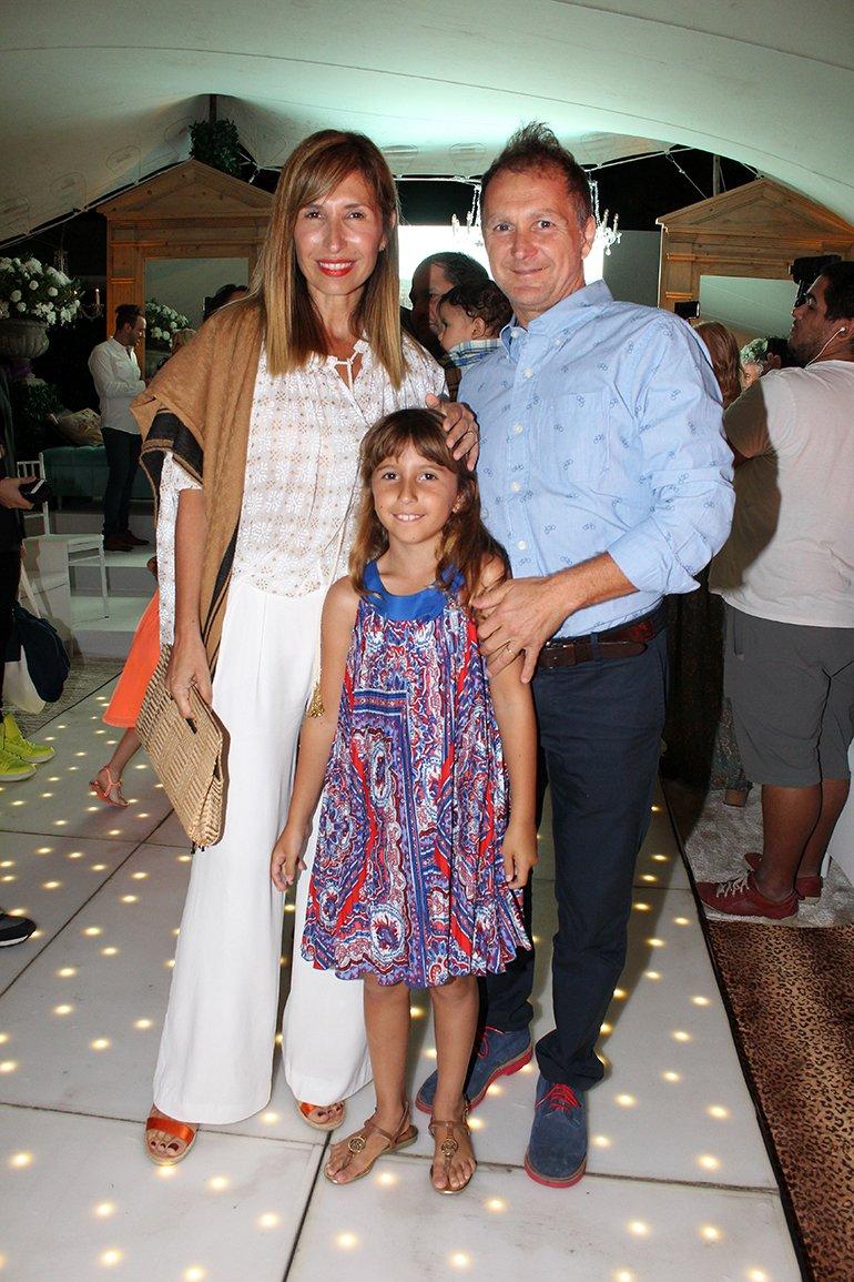 Flavia Fernández junto a su esposo Diego Banfi y su hija