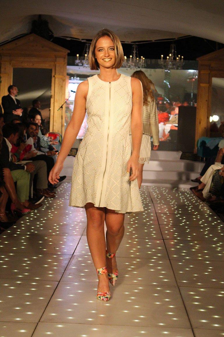 La modelo Violeta Juni brilló sobre la pasarela