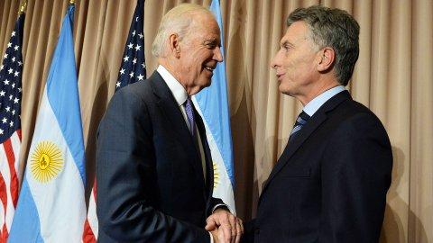 Uno de los encuentros más importantes del día. Mauricio Macri junto a Joe Biden, vicepresidente de los Estados Unidos  - Crédito: Prensa Presidencia