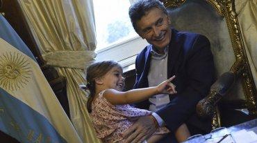 La hija menor del líder de Cambiemos jugó de manera espontánea en el despacho presidencial