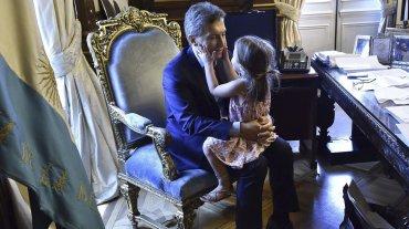 La nena de 4 años estuvo en la Casa Rosada antes de que el Presidente viaje a Davos