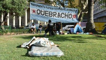 Milagro Sala permanece detenida en la provincia de Jujuy por  protagonizar una protesta de características similares frente a la  Gobernación que conduce Gerardo Morales