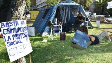 El acampe frente a la Rosada cumple este jueves su segundo día y, sus  organizadores, advirtieron que seguirá hasta la liberación de Sala.