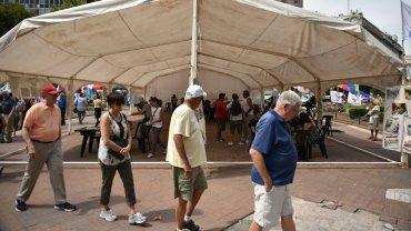 Entre las agrupaciones que acampan se encuentran la propia  Tupac Amaru, La Cámpora, el Movimiento Evita, la Central de Trabajadores  Argentinos (CTA) y la Asociación de Trabajadores del Estado (ATE)