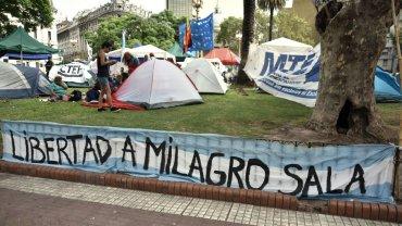 Los militantes amenazan con quedarse en Plaza de Mayo hasta que Milagro Sala sea liberada