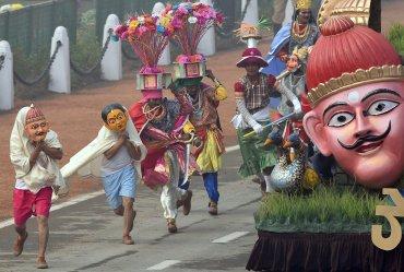 Bailarines tradicionales del estado de Goa, desfilan en el dia de la República en Nueva Delhi el 26 de enero 2016