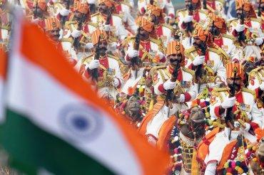 La Fuerza de Seguridad Fronteriza india marcha sobre camellos en el desfile del Día de la República de la India en Nueva Delhi