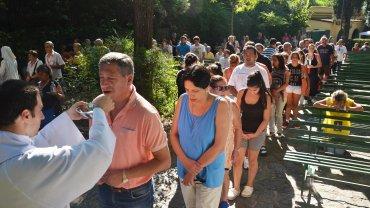 Miles de fieles peregrinaron al santuario de la Virgen de Lourdes en Alta Gracia, Córdoba