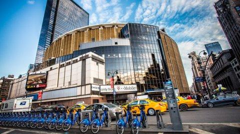 El pabellón deportivo y cultural es sede de los Knicks.