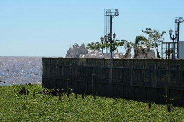 La estatua está aún desmantelada en el espigón Puerto Argentino, frente al aeroparque Jorge Newbery