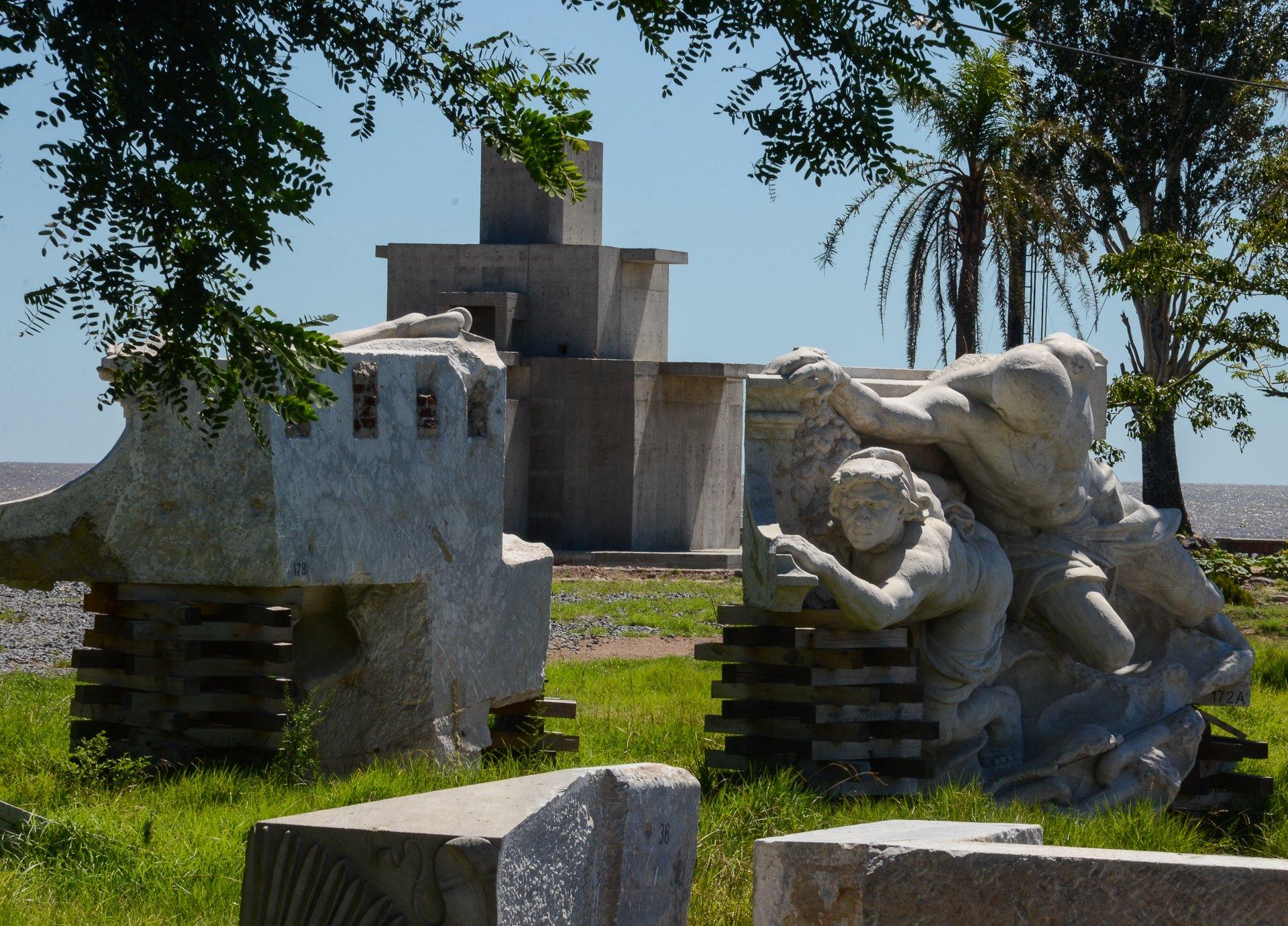 La estatua de Cristóbal Colón fue removida de la plaza de la Casa de Gobierno por orden del gobierno de Cristina Kirchner.