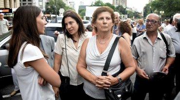 La madre y la hija del fallecido fiscal, Sara Garfunkel y Iara Nisman