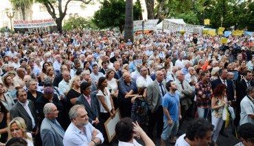 Funcionarios y empleados judiciales organizaron la convocatoria en Plaza Lavalle bajo la consigna de memoria, verdad y justicia