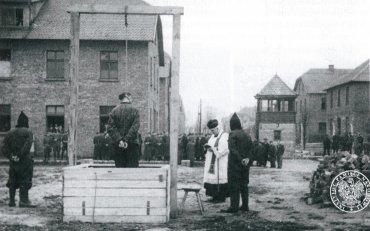 Ejecución de Rudolf Höß, militar y oficial nazi miembro de las S, en los terrenos del antiguo campo principal de Auschwitz, 16 de abril de 1947