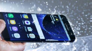Resistencia al agua, pantalla con  notificaciones inteligentes y una  batería de larga autonomía. Están  refrigerados por líquido
