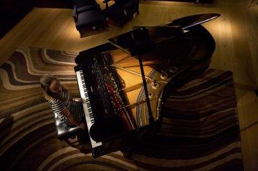 El piano de cola propiedad de Sting ya se exhibe en Christies