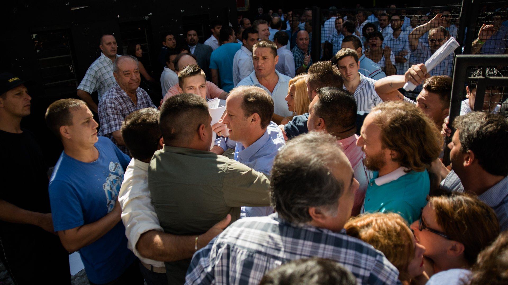 Incidentes con Martín Insaurralde en el ingreso al Congreso del PJ