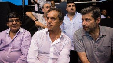 Daniel Scioli y el presidente del PJ Capital, Víctor Santamaría