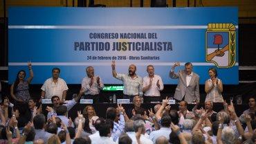 Como es habitual, el Congreso del PJ empezó con la entoncación del Himno Nacional argentino