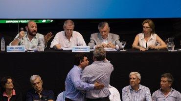 El ex ministro de Defensa, el rosarino Agustín Rossi, interrumpió a los gritos la votación de la reforma de la Carta Orgánica