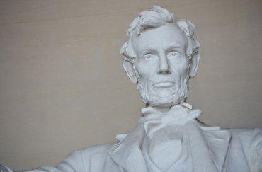La estatua de Abraham Lincoln por el artista Daniel Chester French, fotografiada el 1 de abril, el año 2015