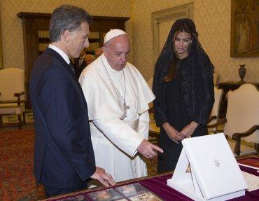 El mandatario argentino le entregó al Sumo Pontífice tres obsequios