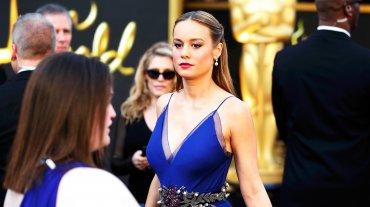 La bella Brie Larson y uno de los tantos vestidos azules de la noche. El de ella, de Gucci