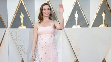 Emily Blunt y el vestido con brillo rosé. ¿El color de la temporada?