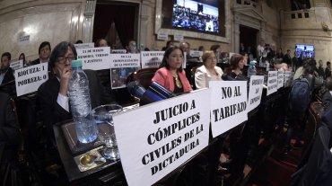 El kirchnerismo colgó carteles con críticas al presidente Macri