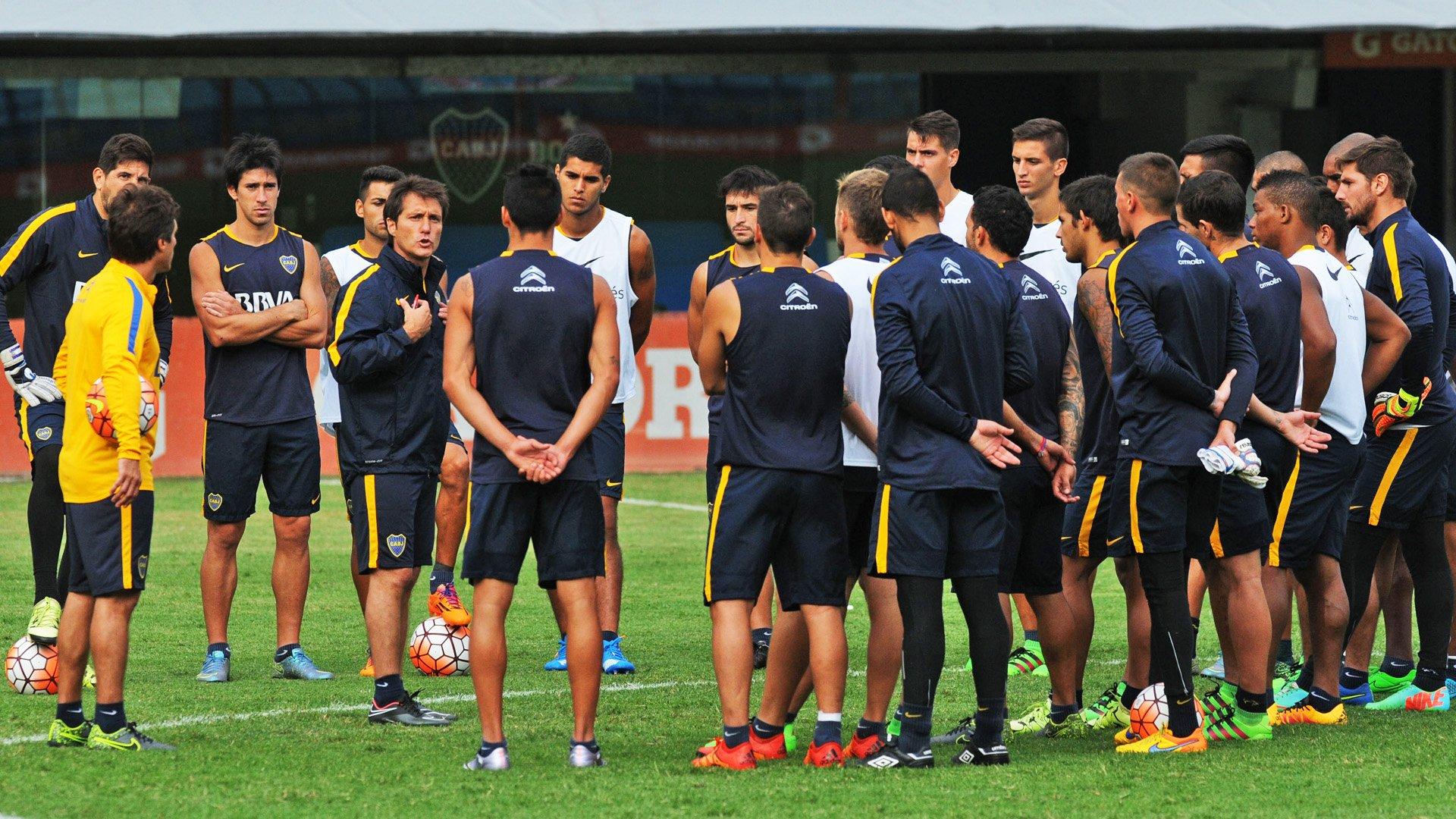 Guillermo Barros Schelotto dirigió su primer entrenamiento en Boca y eligió a los once para recibir a Racing