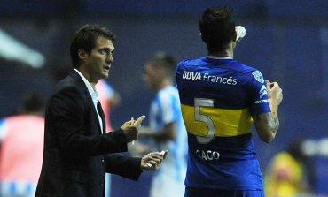 El mellizo le da indicaciones a Fernando Gago