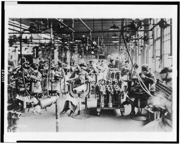 Trabajadoras en el departamento de soldadura de Lincoln Motor Co., Detroit, Michigan, alrededor del año 1914 a 1918
