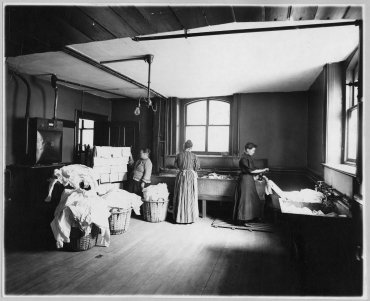 Trabajadoras en una lavanderia, 1905