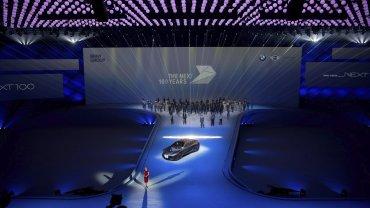 El fabricante automovilístico alemán BMW celebra su centenario con la presentación del coche del futuro, el BMW Vision Next 100, que puede conducir de forma completamente autónoma, en Múnich, Alemania