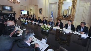 El presidente Mauricio Macri encabezó una reunión con los intendentes de las capitales provinciales en la Casa de Gobierno, junto al ministro de Interior, Rogelio Frigerio, y la secretaria de Asuntos Municipales, Aída Ayala