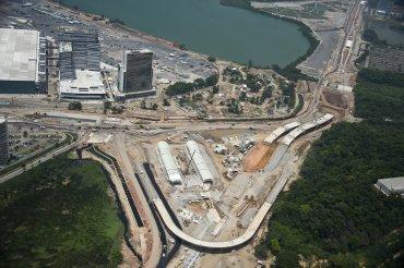 Vista aérea de la construcción de la carretera que unirá la Villa Olímpica con el Complejo Deportivo de Deodoro