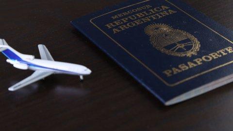 El pasaporte de la Argentina es azul, como el de todos los pertenecientes al Mercosur.