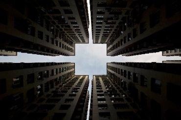 Bloques de apartamentos forman un patrón simétrico, el 2 de enero, 2014