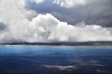 Corte transversal de una tormenta sobre el desierto Patagónico.