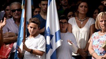 En el acto por el aniversario del atentado, la Vicepresidente dijo que en el Estado hubo quienes no buscaron el esclarecimiento y recordó el procesamiento que dictó Nisman por encubrimiento en la causa AMIA