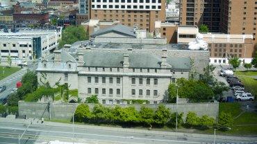 El Jail Hostel Ottawa en Canadá es un edificio histórico en el centro que operó como cárcel durante más de 100 años